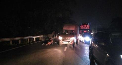 妻子突从丈夫驾驶货车上跳下被碾死 疑因两人吵架
