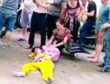 中山女生放学途中被摩托车撞倒