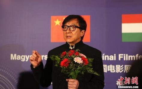 成龙赴西藏做公益关注眼疾患者 捐赠200万