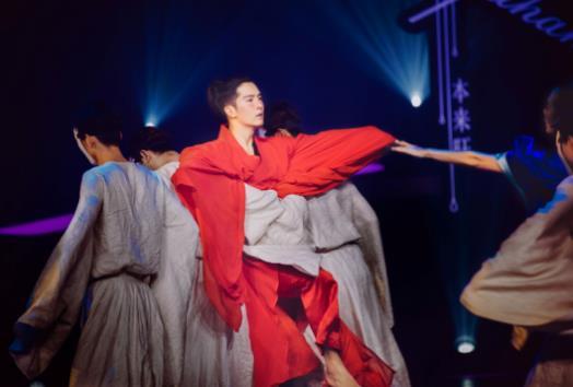 《新舞林大会》珀薇代言人盛一伦舞力全开惊艳全场