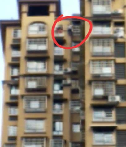 男子与前妻吵架后 留下遗书在31楼阳台上吊身亡