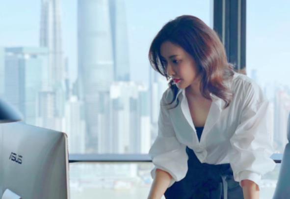 """晨阳:把脸贴到地上与新人竞争 """"虎起来""""的北京大妞才是真正""""无价之姐"""""""